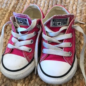 Converse dark pink little girls